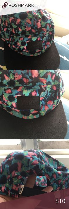 328a5f2fde3bb8 Super cute floral pattern VANS hat good condition Floral hat with black  bill and black strap