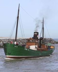 Built in 1930 in Kings Lynn & originally used as a herring trawler, the restored Lydia Eva steam drifter steams from Yarmouth to Lowestoft.