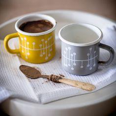 Mug en acier émaillé jaune ou gris motif Muscat de Miss Print