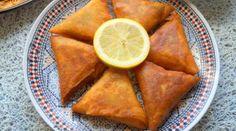 Briouates à la viande hachée Iftar, Tiramisu Brownies, Fisher, Minced Meat Recipe, Mince Meat, Ramadan, Meat Recipes, Sweet Potato, Entrees