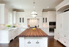 White Kitchen Cabinet Paint Color Ideas. Kitchen Cabinets are painted in White Dove by Benjamin Moore. #WhiteKitchen #PaintColor #Cabinets