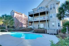 Featured Property of The Week – Oscar's Place! Oscar's Place is a 3-story soundfront cottage with elevator access to each floor and boasts 5 bedrooms, 4 of these include private bathrooms and 3 are master suites. Each bedroom shows off the beautiful Intracoastal Waterway views and with a total of 5.5 bathrooms, it makes the perfect place for your family to come unwind. There is even enough room to bring the in-laws! Read more!