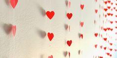 Es momento de poner muy de buenas a tu habitación y regalarle un nuevo cambio de imagen con estos hermosos colgantes o persianas decorativas. Lo mejor de todo es que tú misma las vas a poder hacer, eso sí, necesitarás mucha creatividad y paciencia. Los únicos materiales que necesitarás serán. – Listón. – Pegamento. – …