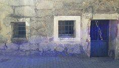 antes casa de pueblo-pintura-arte urbano-gatito en mecedora-casasconvida-elena_parlange-arte urbano-