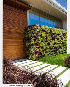 Começar o dia com essa fachada incrível onde a parede verde é o principal  elemento arquitetônico. Projeto dealizado por Leo Shetman e paisagismo por Alex Hanazaki  Demian Golovaty. Arquiteturade #arquiteturadecoracao #adfachada #fachada . . . . . . . . . . . . . . . . . . . . .  bbwinstagramersinstalikes  followme love instagood  @taylorswift @cristiano @neymarjr @kendalljenner @leomessi cute @nickiminaj @officialalikiba @mileycyrus me tbt beautiful  @katyperry @harrystyles @natgeo…