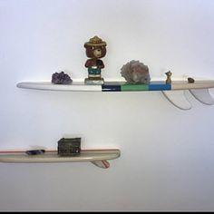 Planche de surf Table basse en bois surf Table Surf meuble 60 | Etsy Table Surf, Surfboard Table, Wooden Surfboard, Paint Stripes, Color Stripes, House Plaques, Vertical Or Horizontal, House Numbers, Site Design