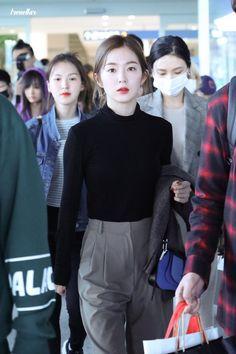 Irene-Redvelvet 181021 Incheon Airport from singapore Red Velvet アイリーン, Wendy Red Velvet, Red Velvet Irene, Fashion Idol, Kpop Fashion, Girl Fashion, Fashion Outfits, Korean Airport Fashion, Korean Fashion