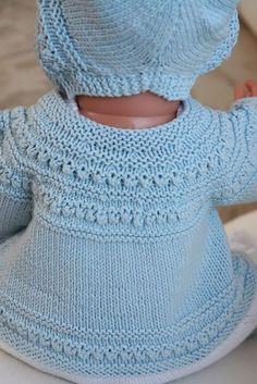 """... deilige klær i bomull til en liten """"dukkebaby"""" Design: Målfrid Gausel"""