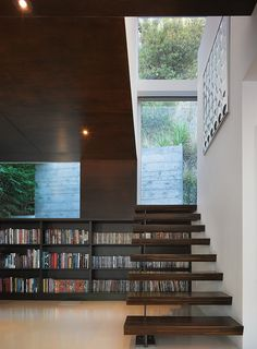 Stunning Hillside House Architecture in White Exterior: Striking Details Hollywood Hills Residence Floating Staircase Floor Bookcase Floating Staircase, Modern Staircase, Staircase Ideas, Floating Shelves, Stair Idea, Home Library Design, House Design, Library Ideas, Modern Library