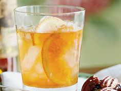 What a Kentucky Bourbon Aficionado Drinks on Race Day - Toast to the Derby - Southernliving. Recipe: Julian's Old Fashioned Julian Van Winkle, president of the legendary Old Rip Van Winkle Distillery in Frankfort, shares his go-to cocktail. Bourbon Cocktails, Cocktail Recipes, Drink Recipes, Bourbon Recipes, Bar Recipes, Recipies, Julep Recipe, Recipe 21, Run For The Roses