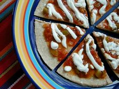 super easy mexican pizza. minus the sour cream and this would be so good!