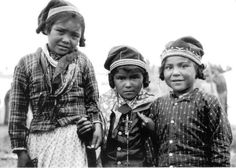 Innu children in traditional dress. No names, no date, no location, photographer unidentified. Native American Children, Native American Tribes, Vintage Children Photos, Sainte Marie, Aboriginal People, Childhood Photos, Canadian History, Newfoundland And Labrador, People Of The World