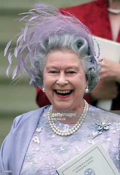 Queen Elizabeth II of England laughs as she leaves St. George's Chapel in Windsor castle after the wedding of Sophie Rhys-Jones and her son Prince Edward 19 June Buckingham Palace announced. Get premium, high resolution news photos at Getty Images Die Queen, Queen Hat, Estilo Real, Foto Real, Royal Queen, Isabel Ii, Her Majesty The Queen, Queen Of England, Queen Mother