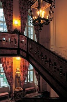 stairs and large windows English Country Decor, Town And Country, Country Chic, English Manor, English Countryside, On Golden Pond, Stair Steps, Stairway To Heaven, Country Estate