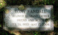 Tony Randall (Felix Unger of Odd Couple fame) Grave , NY