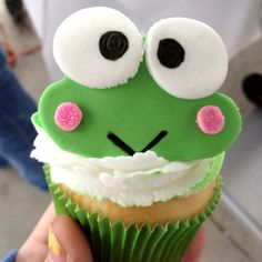 http://kawaiisweetworld.com/blogs/14-super-sweet-keroppi-cakes-and-bakes