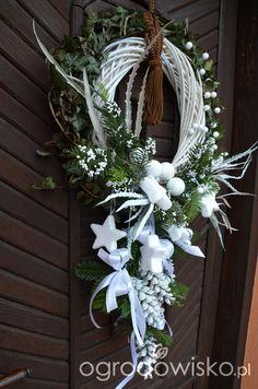 Christmas 2019, White Christmas, Christmas Wreaths, Diy Wreath, Door Wreaths, Pine Cone Art, Willow Wreath, Xmas Crafts, Xmas Decorations