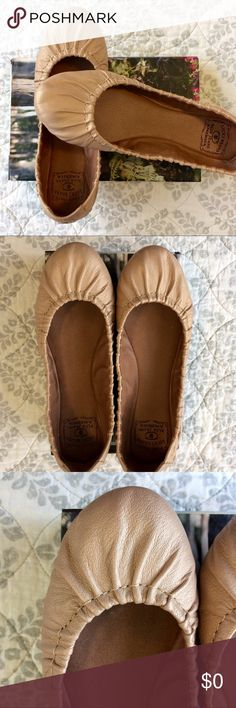 Lucky Brand Leather Flats Size 7.5 EUC Lucky Brand Leather Flats Size 7.5 EUC. Taupe Metallic. Gathering at toe. Perfect lightweight flat, so versatile and cute for summer! EUC, have some minimal wear to sole as shown in picture. Bundle for additional discounts and seller offers. Lucky Brand Shoes Flats & Loafers