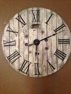 Repurposed spool Clock - rustic design - good for a man cave wall Wooden Cable Spools, Wood Spool, Wall Clock Wooden, Wood Clocks, Clock Art, Diy Clock, Pallet Clock, Farmhouse Clocks, Wall Clock Design
