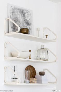 Artek – and shelves – design Alvar Aalto Alvar Aalto, Cupboard Shelves, Wall Shelves, Steel Furniture, Home Decor Furniture, Interior Styling, Interior Decorating, Interior Design, Scandinavia Design