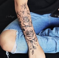 Perfect Women Tattoos to Inspire You Do you want to completely change your life? Come on a monumental start! Tattoos are the best choice. We have prepared perfect women tattoos pictures to inspire you. Forearm Flower Tattoo, Small Forearm Tattoos, Forearm Sleeve Tattoos, Sleeve Tattoos For Women, Tattoo Floral, Women Sleeve, Flower Tattoos On Arm, Rose Sleeve Tattoos, Arm Tattoos For Women Forearm