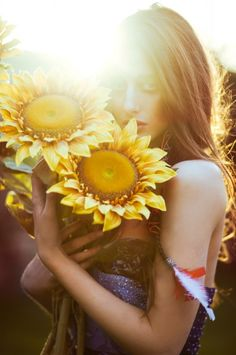 Photographer: Lara Jade I love how the main focus in this image is the sunflowers such a good prop to mix with this earthy bohemian vibe
