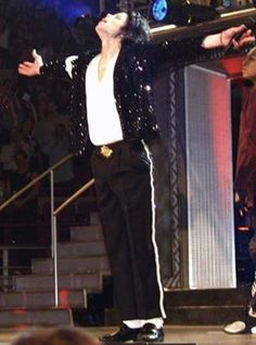 ♥ Michael Jackson ♥ I was there that night! Michael Jackson 2001, Michael Jackson Wallpaper, Michael Jackson 30th Anniversary, Cant Stop Loving You, Love Me Forever, Photo Book, Rock N Roll, Thriller, Fan 2