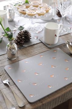 "Sophie Allport-Set di 4 tovagliette all'americana, motivo: Robin& Mistletoe "": Amazon.it: Casa e cucina"