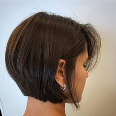 Best Ever Short Bob Haircuts for Women See here the chic styles of short bob haircuts for women and girls to show off in this year. There are so many kinds of short bob haircuts that ladies are being use to wear since last many years. Bob Haircuts For Women, Bob Hairstyles For Fine Hair, Short Bob Haircuts, Celebrity Hairstyles, Haircut Short, Wedding Hairstyles, Hair Short Bobs, Women Short Hair, Thick Haircuts