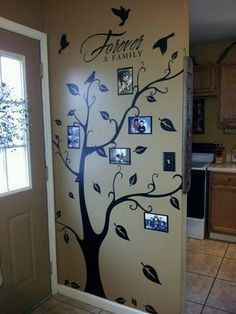 My family tree wall art. Sam, Maria or Annie, would you help me with this? I would have to figure out first where to put it! Family Tree Photo, Photo Tree, Picture Tree, Family Trees, Decoration Entree, Diy Casa, Tree Wall Art, Tree Art, Tree Wall Painting