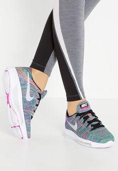 ... running neutres - pale grey metallic LUNAREPIC FLYKNIT - Trainers -  black white racer blue clear jade pink . ... 718909cb3b8