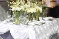 Pure white and Silver accents. #yyceventrentals www.greateventsrentals.com