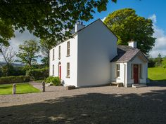 holiday cottages and luxury Farmhouse B&B in stunning lake side locationlocated in scenic Wicklow near Dublin and only a one hour drive from Dublin airport & ferry ports Dublin Airport, Dublin City, Farm Stay, Evening Meals, Guest Bedrooms, Lake View, Bed And Breakfast, Luxury Bedding, Shed