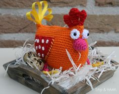 I never gave much thought, well okay, I never gave any thought at all, to crocheting chickens until I started researching ideas for spring crochet projects. I discovered that people really like chickens and they also really like to crochet chickens. Crochet Amigurumi, Amigurumi Patterns, Crochet Toys, Free Crochet, Crochet Birds, Easter Crochet, Chicken Pattern, Crochet Chicken, Tutorials
