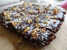 Oké, dit zijn serieus de allerlekkerste brownies die ik ooit gemaakt heb, heerlijk! Als basis voor de brownie gebruikte ik het recept voor deze chocolade dadel balletjes. Ik paste het ietsjes aan en maakte er een chocolade glazuur laag bij. Inderdaad, glazuur. En dan veganistisch! Wat wil je nog meer? Toegegeven, deze brownies zijn niet…