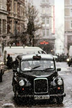 Snow falling in London | via  Новости / fabulousme101