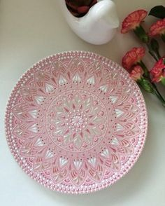 38 Super Ideas for painting glass plates diy Dot Art Painting, Mandala Painting, Ceramic Painting, Painted Wood Walls, Hand Painted, Painted Glass Bottles, Pottery Painting Designs, Ceramic Workshop, Mandala Dots