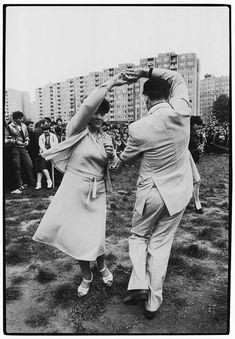 by Imre Benkő, Budapest, Majális, Havanna lakótelep, 1984 Budapest, Black And White, Retro, Couple Photos, World, Image, Beautiful, Photographers, Arch
