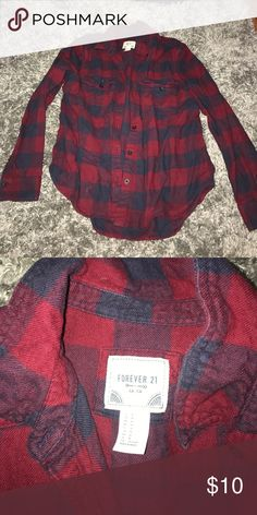 Cozy checkered flannel Great for chilly nights ! Forever 21 Tops Button Down Shirts