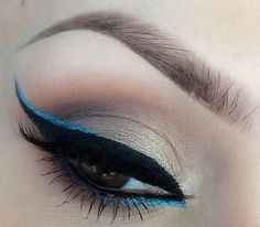 Winged liner with a light blue edge