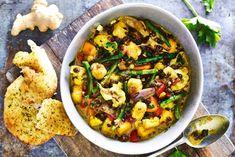 Indiase curry met naanbrood, pompoen & paneer - Recept - Allerhande Indian Food Recipes, Asian Recipes, Ethnic Recipes, Comfort Food, Vegan Dinners, No Cook Meals, Food Inspiration, Recipies, Lunch