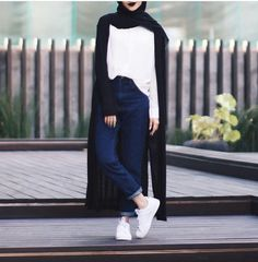 OOTD Hijab _ Minimal _ We Heart It hijab casual simple – Hijab Fashion 2020 Hijab Casual, Ootd Hijab, Hijab Chic, Islamic Fashion, Muslim Fashion, Modest Fashion, Fashion Outfits, Modern Hijab Fashion, Hijab Stile