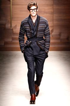 Massimiliano Giornetti presented his Fall/Winter 2014 collection for Salvatore Ferragamo during Milan Fashion Week, featuring well tailored pieces, strong stripes and great details like graphic prints. Fashion Week, Look Fashion, Winter Fashion, Fashion Show, Mens Fashion, Milan Fashion, Fashion Today, Fashion Images, Runway Fashion