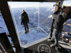 Una caja de cristal no apta para los que sufren vértigo en el mirador más alto de Europa