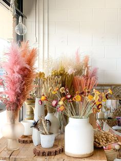 Beautiful dried grasses and flowers in a variety of beautiful colours MLx driedflowers driedflowerbar foreverflowers driedgrass pampas bunnytailgrass wheatgrass flowerarrangements tabledecor interiordecor homedecor Dried Flower Bouquet, Dried Flowers, Flower Bar, Dried Flower Arrangements, Forever Flowers, Deco Floral, Rustic Wedding Centerpieces, Flower Aesthetic, My New Room