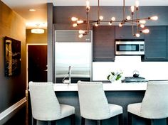 Before and After: A Chicago Condo Becomes a Stylish Pied-à-Terre via @domainehome