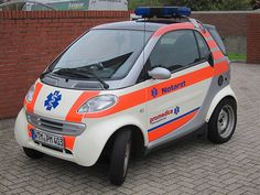 Funny and very smart on a tiny North Sea island. Smart Fortwo, Dr Car, Smart Car, Emergency Vehicles, Cars And Motorcycles, Bike, North Sea, Stupid, Medical