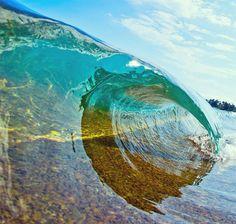 Как выглядят волны изнутри: потрясающе красивые фотографии морской стихии