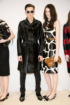 Burberry Prorsum Fall 2013 Ready-to-Wear Backstage - Burberry Prorsum Ready-to-Wear Collection - ELLE