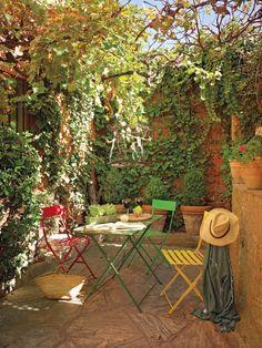 <3 outdoorish, sunny, colourful!